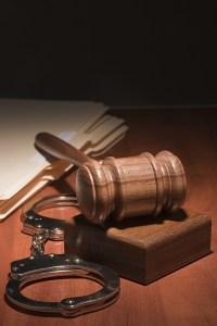 Analiza el Tribunal Supremo la inclusión de elementos agravantes en acusaciones
