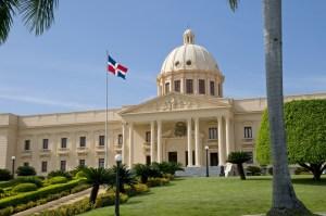 Puerto Rico estrecha lazos comerciales con República Dominicana