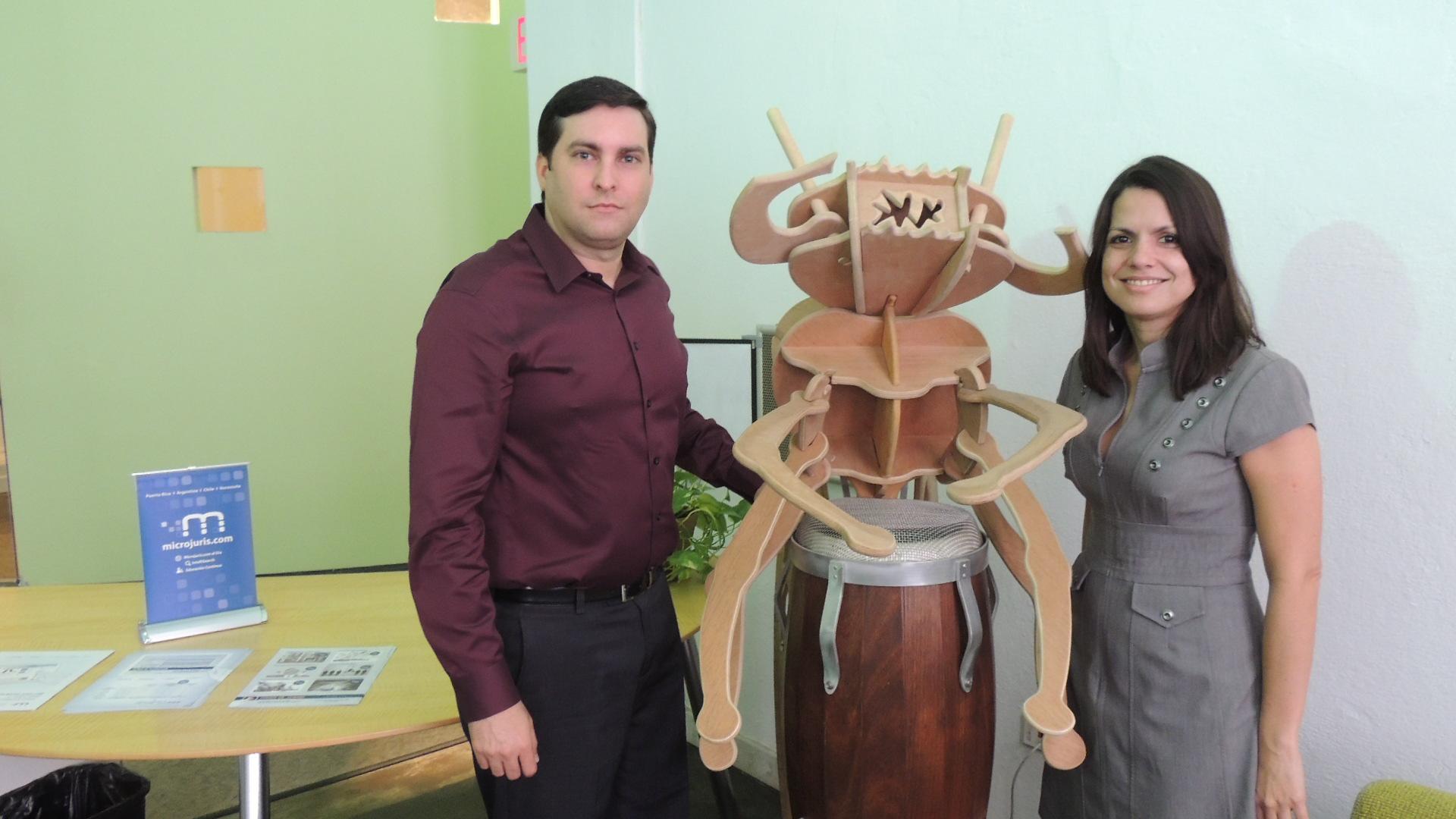 Microjuris entrega importante premio a estudiante destacado de la Inter Derecho
