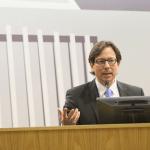 """El licenciado Carlos Dalmau Ramírez expuso sobre la filosofía adjudicativa de Hernández Denton al resolver lo que el denominó como """"casos difíciles""""."""