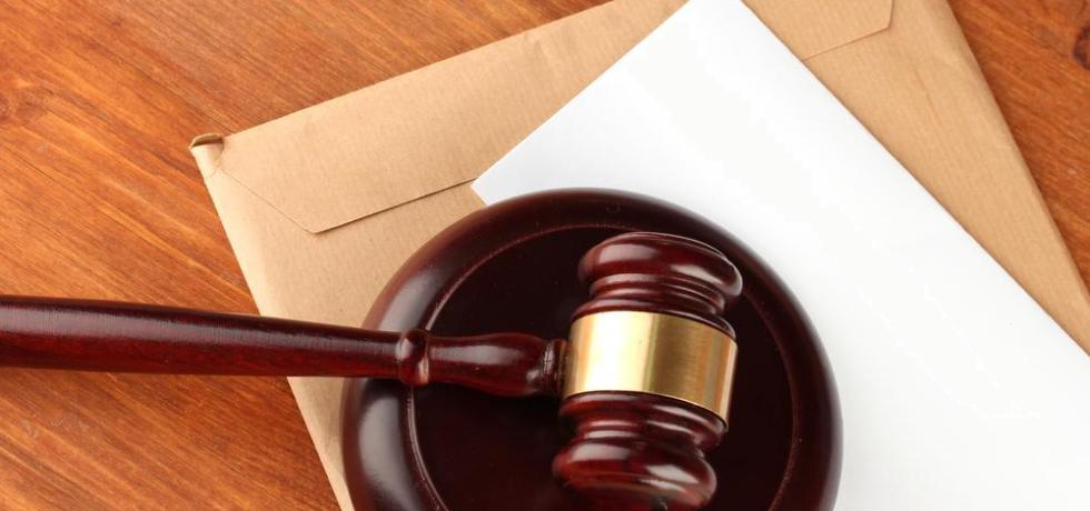 Tribunal Supremo discute proceso para emplazar al Estado cuando éste asume representar sus funcionarios
