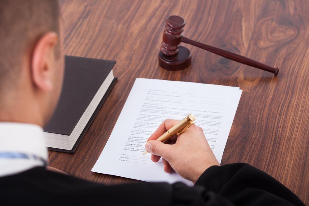 Juez imposibilitado a retirar acuerdo de culpabilidad después de aprobado por el tribunal
