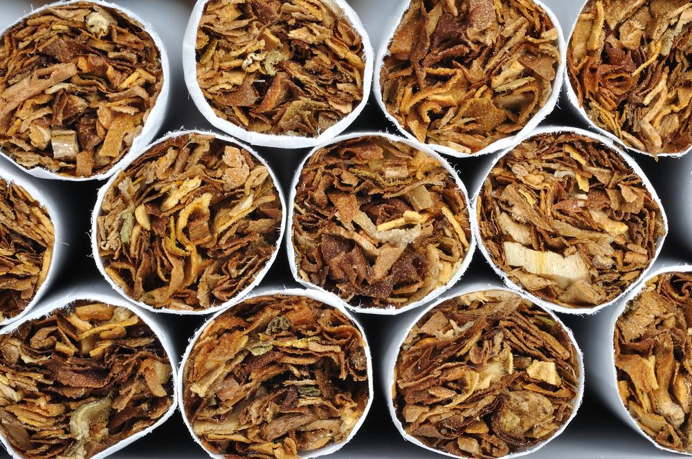 Empresas tabaqueras intentan librarse de estigma por información engañosa