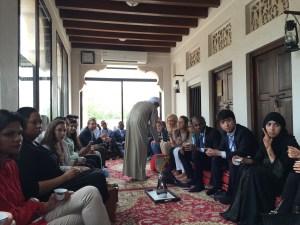 Estudiante de Derecho participa como facilitador de conferencia internacional de liderazgo en Dubái