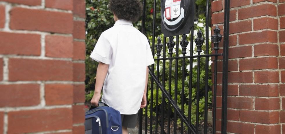DACO multa a colegios privados por violar reglamento de venta y distribución de libros de texto