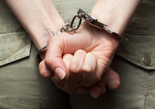 Ordenan encarcelación de funcionaria que desacató orden del tribunal de emitir licencias de matrimonio gay