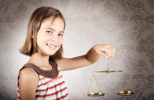 Foro sobre la invisibilidad de menores en procesos legales que les involucran
