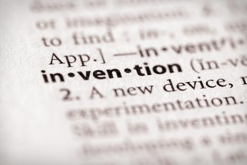 ¿A quién pertenece la propiedad intelectual desarrollada en el empleo?