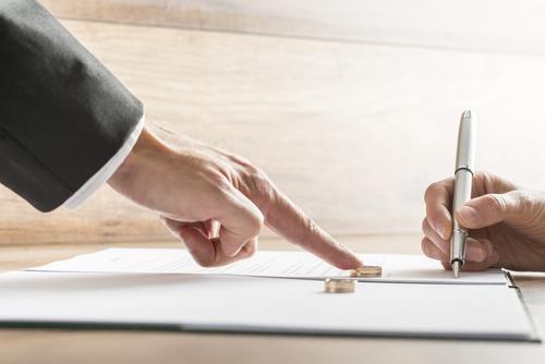 Aprueban medidas que permiten divorcio por ruptura irreparable o mutuo consentimiento mediante escritura pública