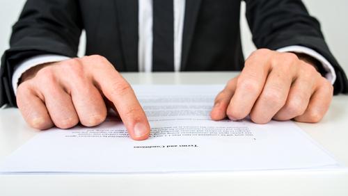 Supremo indica cómo se debe interpretar cláusula de exclusión de póliza por servicios profesionales si la póliza no define lo que son