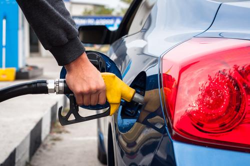 Mayoristas de gasolina se defienden: Baja en precio del crudo no es único factor