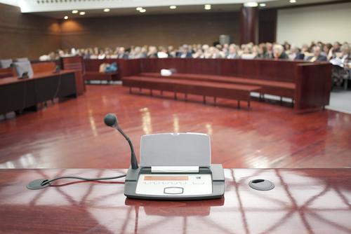 Constituye asistencia legal inefectiva no explicar a un acusado su derecho a testificar a cabalidad, dice Primer Circuito