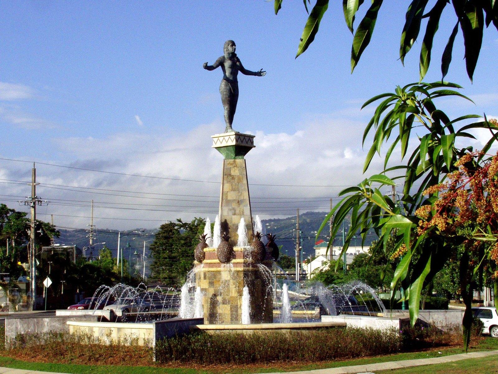 Monumento a la Herencia Taina de María Elena Perales en Caguas