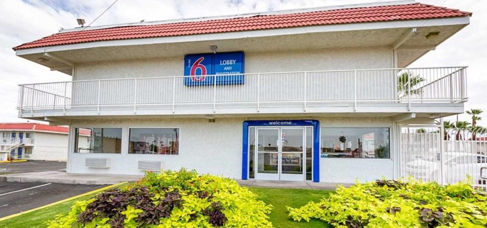 Organización de derechos civiles demanda a motel por revelar lista de huéspedes a oficiales de inmigración