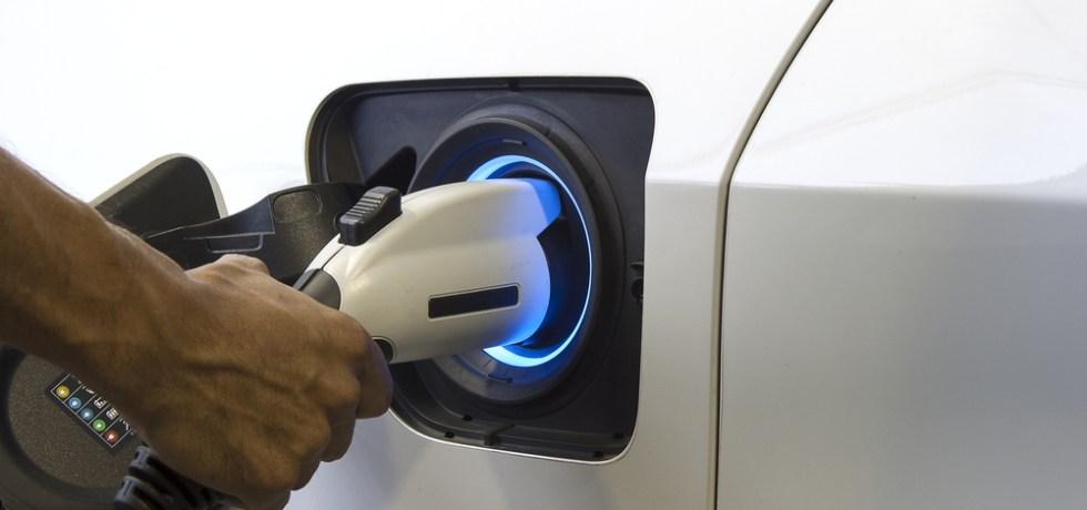 Agencias gubernamentales a comprar vehículos impulsado por electricidad