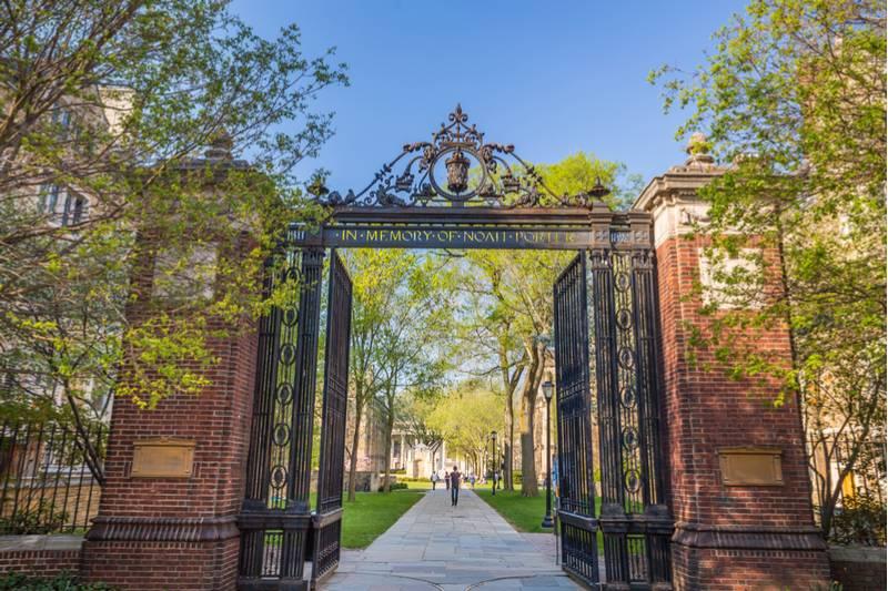 Mujeres demandan a universidad de Yale por cultura de acoso en fraternidades