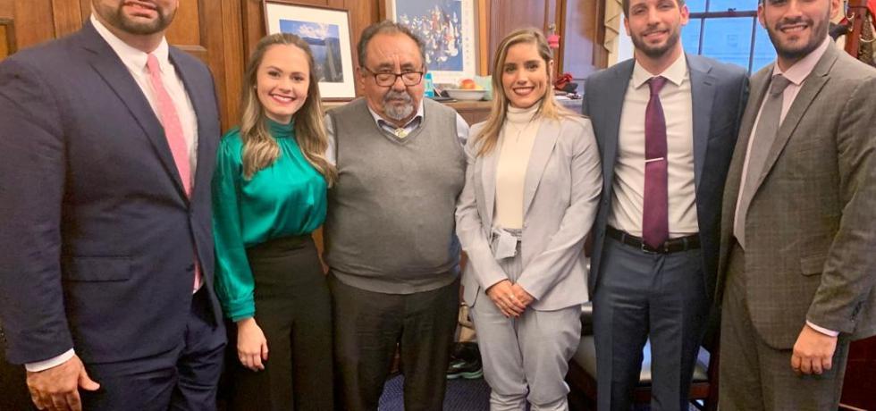 Estudiantes de Derecho y participantes del programa Pesos y Contrapesos visitan Washington DC a entrevistar Congresistas
