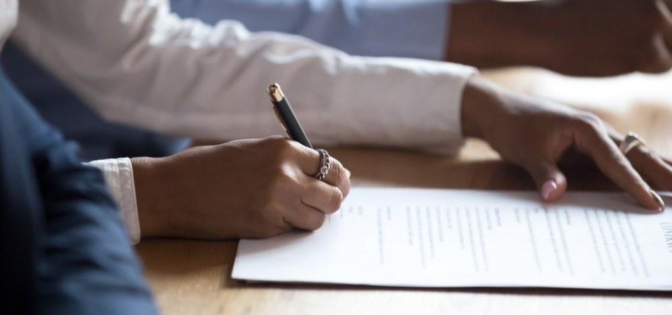 Tribunal duda de alegación de que contrato es inválido cuando demandado lo honró por años