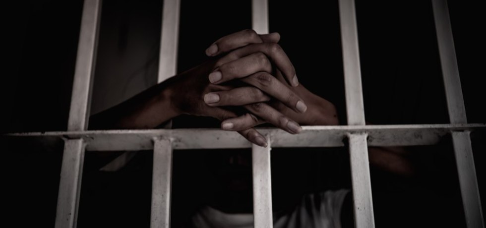 Corrección libera 14 confinados