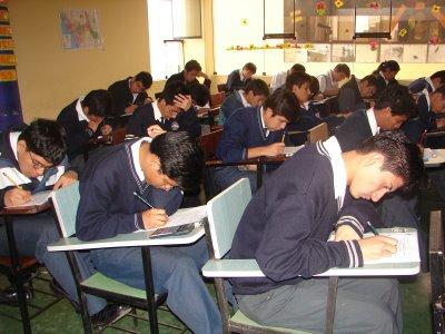 Escolares-Estudiando