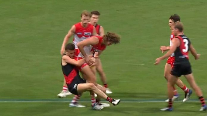 Sydney Swans vs Essendon Bombers, Tom Hickey holding the ball, umpiring call