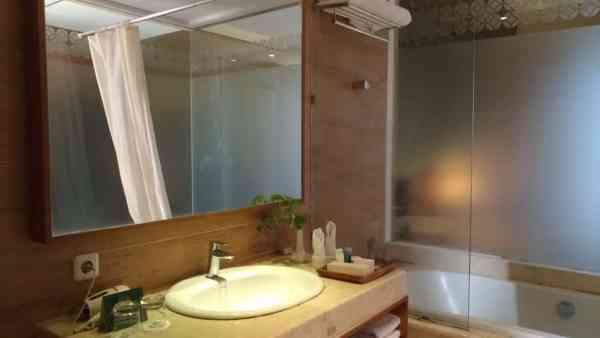 Kamar Mandi Abhayagiri SWH Resort