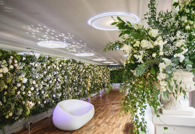 beautiful-floral-decorations-for-wedding-welcome-party-in-paris