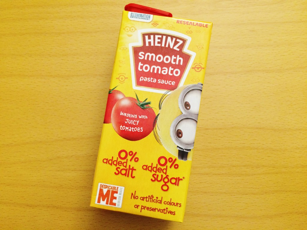 Heinz Smooth tomato sauce with 0 sugars and 0 salt - Excellent taste combined with the previous pasta shapes... minions away!