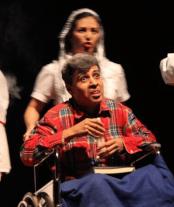 En 2014, Alejandro Londoño interpretando al padre de Débora Arango.