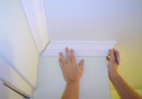 46 Как клеить потолочные плинтуса для натяжного потолка