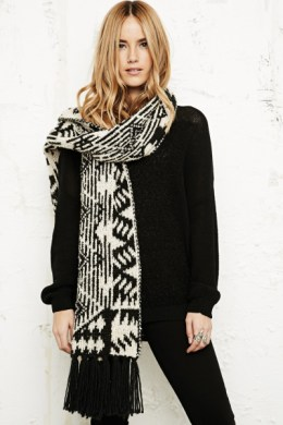 urban-outfitters-ivory-long-fluffy-knitted-scarf-in-white-product-1-14511242-862256968_large_flex