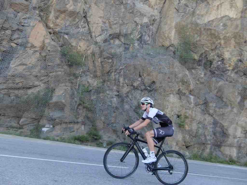 Trener Aleksej Dolinšek napada kolesarski vzpon na Alpe d`Huez leta 2017.
