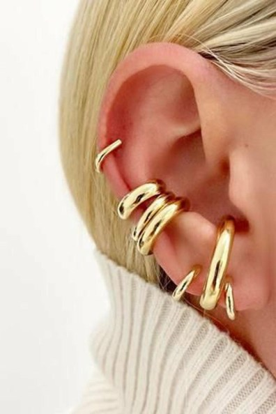 large_fustany-accessories-how-to-wear-ear-cuffs-and-hacks-5~1