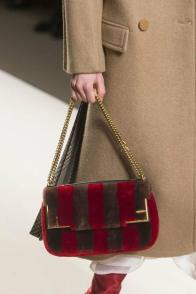 large_Fustany-fashion-accessories-how-to-style-evening-shoulder-bags-4~1