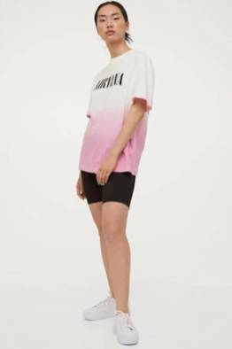 large_Fustany-How-to-Wear-and-Style-the-Graphic-Tee-From-H_M-11~1