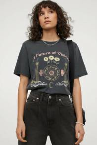 large_Fustany-How-to-Wear-and-Style-the-Graphic-Tee-From-H_M-6~1