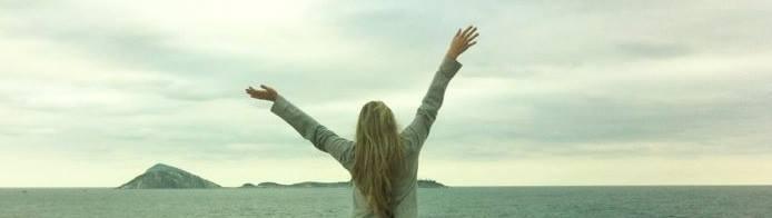 medo de viajar sozinha como lidar