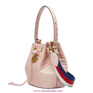 Gucci_Canta_Light-GG-Marmont-quilted-leather-bucket-bag-1