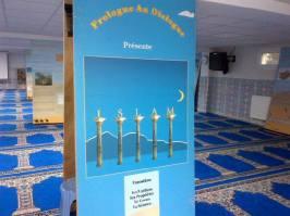 Une visite de la mosquée, une expo simple et efficace. Les piliers de l'Islam, le Coran, les prophètes..