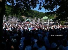 Unis dans l'hommage - par Nadera Ben