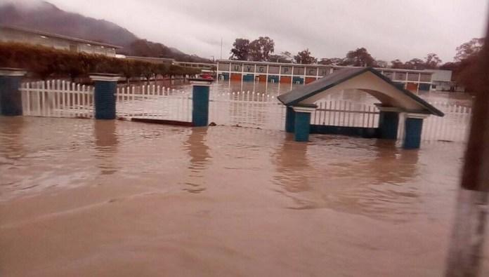 Reportan inundaciones y desbordamiento del Río en #Pichucalco #Chiapas img 5469