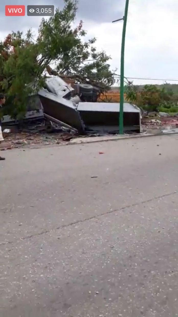 Siete muertos, entre ellos dos policías al ser arrollado por un trailer en La Pochota WhatsApp Image 2018 06 20 at 17.38.42