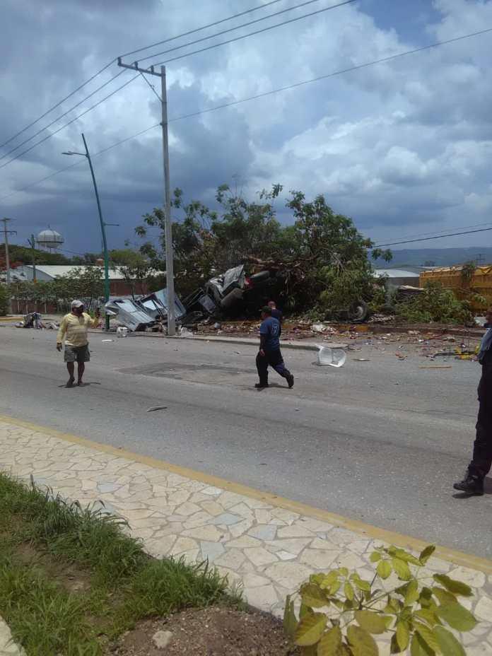 Siete muertos, entre ellos dos policías al ser arrollado por un trailer en La Pochota WhatsApp Image 2018 06 20 at 17.38.431