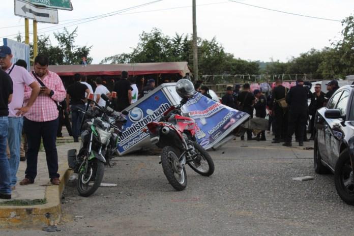 Siete muertos, entre ellos dos policías al ser arrollado por un trailer en La Pochota WhatsApp Image 2018 06 20 at 17.38.464