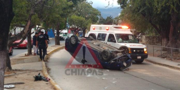Conductor resulta lesionado en aparatosa volcadura img 5326