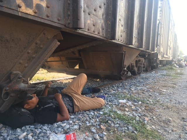 Al menos 700 cubanos huyen de estación migratoria en México