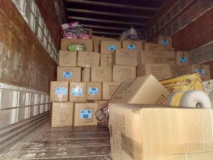Asegura FGR camión con mercancía ilegal en Palenque b122e472 62c7 424f b470 f9671400d0f4