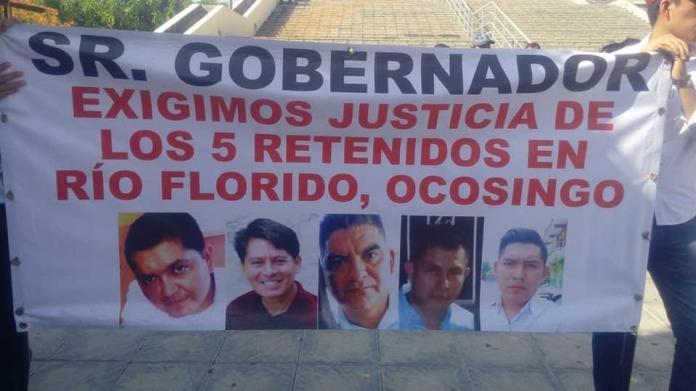 Familiares de los 5 policías retenidos por el FNLS en Ocosingo marchan en exigencia de su libertad