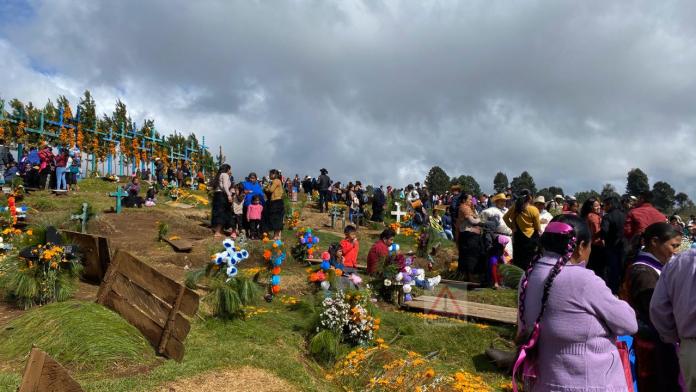 Romerillo, donde reciben a sus muertos con coca cola. #SanJuanChamula #Chiapas phonto 2