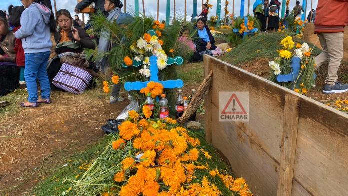 Romerillo, donde reciben a sus muertos con coca cola. #SanJuanChamula #Chiapas phonto